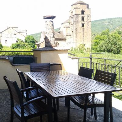 Vistas a la Iglesia de Santa María y su entorno